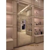 Зеркало с элементами зеркального панно - бутик